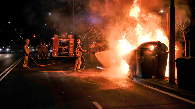 Magazine jefuite, furgonete ale poliției și pubele în flăcări. Barcelona, sub asediu pentru a 11-a zi după arestarea unui rapper