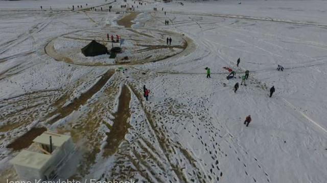 VIDEO | Finlandezii construiesc cel mai mare ''carusel de gheață'' din lume