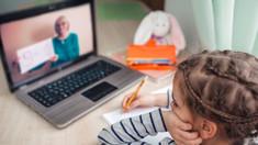 """Decizia CNESP de a organiza lecțiile în regim online va fi contestată în instanța de judecată de un grup de părinți. """"Ceea ce propune comisia nu este eficient în condițiile în care toate celelalte instituții rămân deschise"""""""