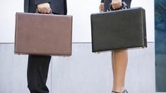 STUDIU | Femeile câștigă mai puțin decât bărbații, dar diferența de consum nu e pronunțată