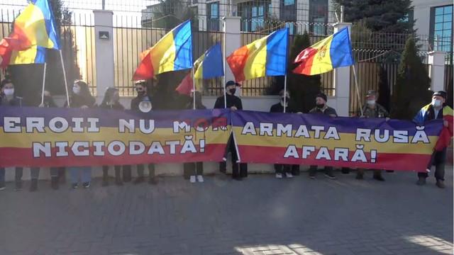 Unioiștii și participanții la conflictul armat de pe Nistru au manifestat marți în fața ambasadei Rusiei