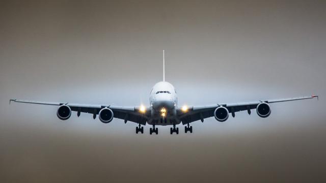 Aterizare de urgență la Sofia a unui avion Air France, din cauza comportamentului agresiv al unui pasager