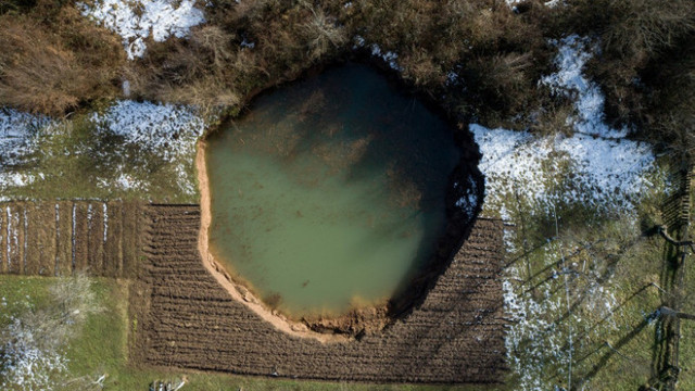 Cratere înfricoșătoare au apărut în Croația după cutremurul puternic din decembrie. Până acum au fost descoperite 100 de găuri uriașe