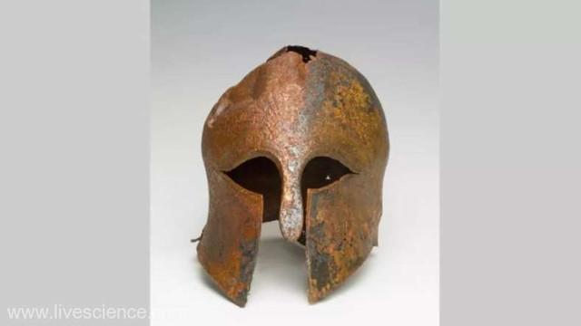 O cască militară elenă din perioada războaielor greco-persane, descoperită în Israel