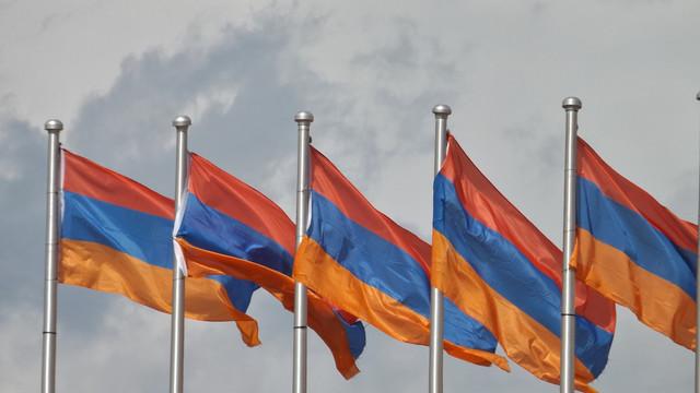 Conflictul între înaltul comandament al armatei și premier continuă în Armenia
