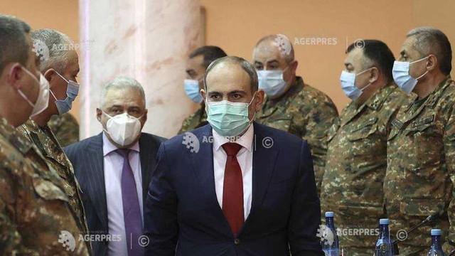 Premierul armean anunță alegeri anticipate pe 20 iunie, pentru a încheia disputa cu armata care-i cere demisia