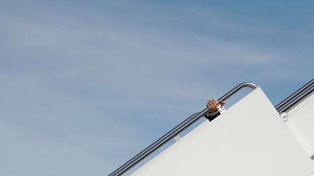 VIDEO | Joe Biden a căzut în timp ce urca în avionul Air Force One