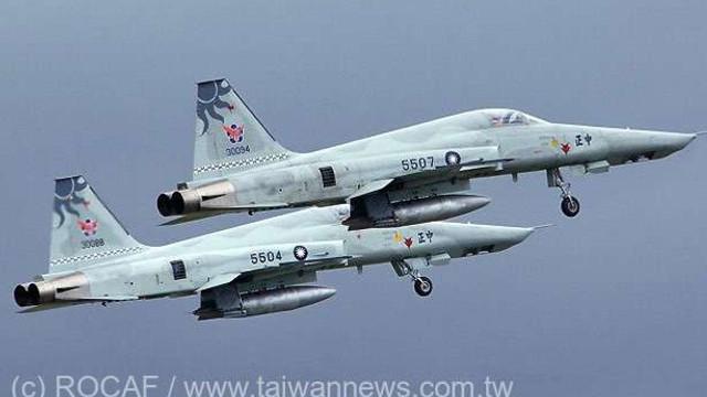 O aeronavă a Forțelor Aeriene Române, cu echipament anti-COVID la bord oferit de NATO, a ajuns în această seară la Chișinău