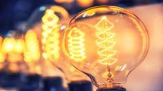 Proiectul de lege prin care statul va compensa consumul de energie electrică pentru gospodăriile casnice, votat în prima lectură