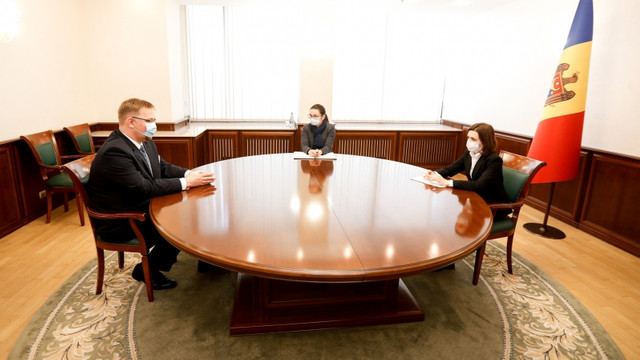 Președinta Maia Sandu a avut o întrevedere cu Ambasadorul Poloniei în R. Moldova. Obținerea vaccinurilor, printre subiectele abordate