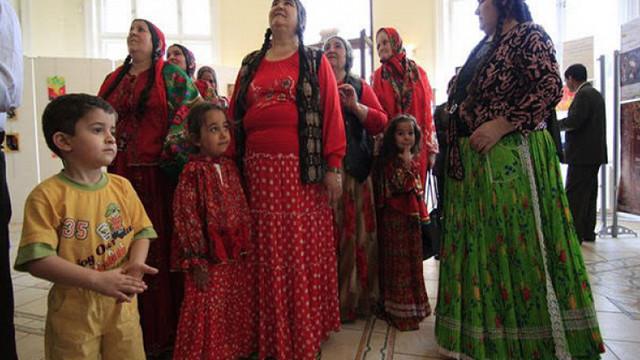Mulți romi își ascund identitatea de frica discriminării. Se propune un program de susținere