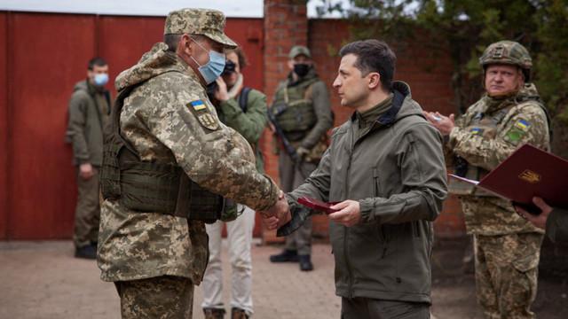 Volodimir Zelenski a mers în vizită în estul Ucrainei, după desfășurarea trupelor ruse: Armata ucraineană este obligată să apere țara