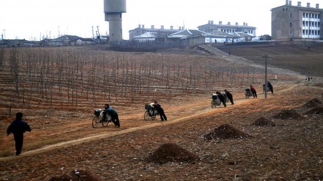 Kim Jong-Un avertizează că vine o criză comparabilă cu foametea care a ucis sute de mii de nord-coreeni în anii '90