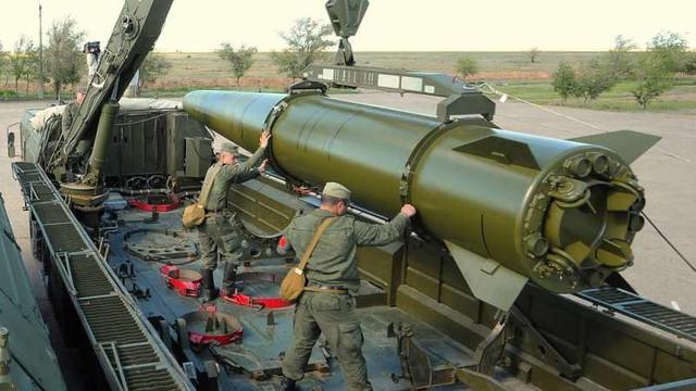 Rusia a transferat rachete balistice Iskander în apropierea frontierei cu Ucraina (Janes)