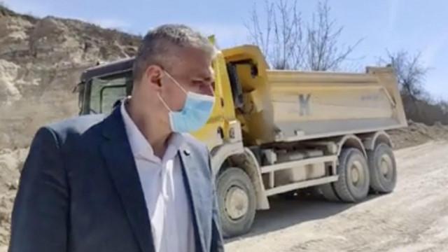 """Alexandr Slusari a blocat drumul de acces la cariera Micăuți. """"Doi indivizi cu dosare penale pornite – deputații Nichiforciuc și Andronache – sfidează legea, nu se tem de nimic pentru că sunt protejați de cercul lui Dodon"""""""