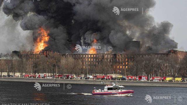 FOTO | Rusia: Incendiu de proporții la o fabrică din Sankt Petersburg