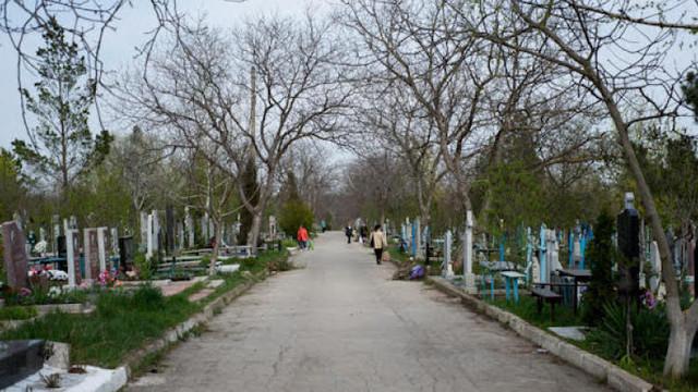 """Oamenii pot face curățenie la mormintele de la Cimitirul """"Sf. Lazăr"""" până la Paști"""