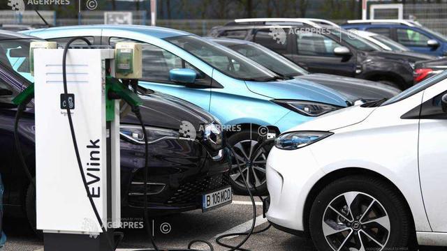 UE trebuie să accelereze instalarea stațiilor de încărcare a automobilelor electrice susține Curtea de Conturi Europeană