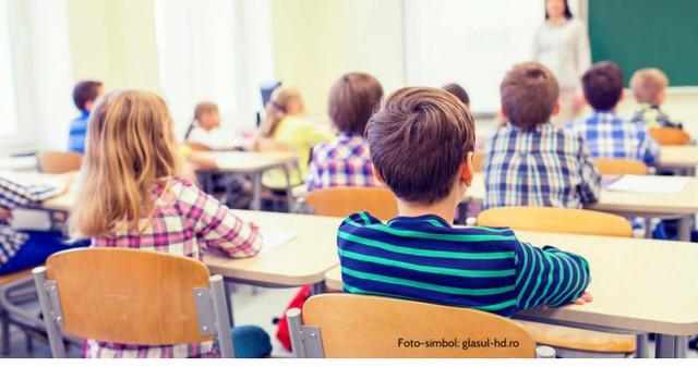 Chișinău   Începând de astăzi, elevii din clasele primare, clasa a V-a, a IX-a și a XII-a revin la studii cu prezență fizică