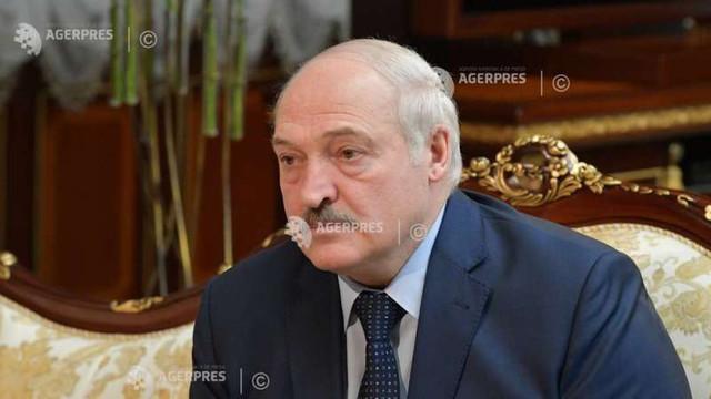 Președintele belarus, Aleksandr Lukașenko, semnează un decret de modificare a transferului de urgență al puterii