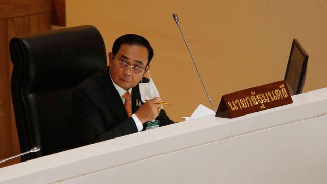 Premierul Thailandei a fost amendat cu 160 de euro după ce a pus pe Facebook poze în care apare fără mască