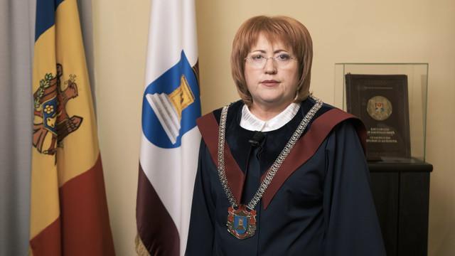 Președinta Curții Constituționale, Domnica Manole, a declarat în cadrul unui briefing că Parlamentul nu a adus argumente care să justifice durata de 2 luni a stării de urgență