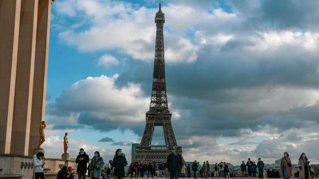 Franța anunță un plan de relaxare a restricțiilor: carantina de noapte se scurtează treptat până când va fi ridicată de tot pe 30 iunie
