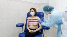 Maia Sandu, după ce s-a vaccinat: Sunt aici să-i încurajez pe toți cetățenii Republicii Moldova să facă acest lucru. Este foarte important