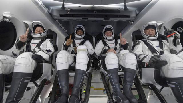 Prima aterizare a NASA pe timp de noapte după 53 de ani. Capsula SpaceX a adus acasă 4 astronauți de pe ISS