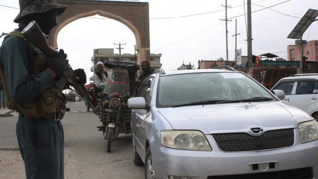 Talibanii au lansat o ofensivă masivă în Afganistan înainte de retragerea trupelor SUA și NATO