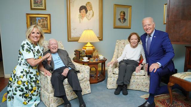 Fotografie ciudată cu familia Biden în vizită la fostul președinte Jimmy Carter