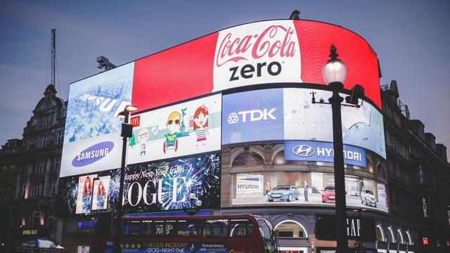 Piața globală de publicitate va ajunge la aproximativ 270 de miliarde de dolari, până în 2026 (estimări)