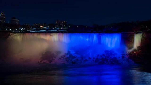 Cascada Niagara, iluminată în culorile Uniunii Europene, de Ziua Europei