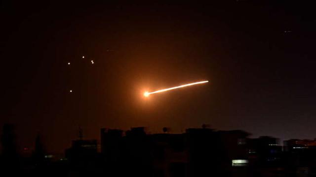 Forțele israeliene intensifică raidurile aeriene și combat revoltele interne