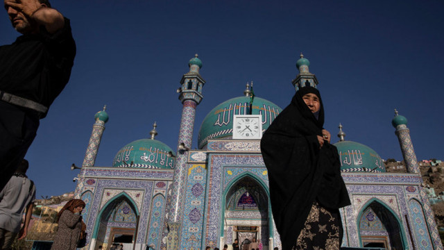 Atac terorist într-o moschee din capitala Afganistanului. 12 persoane au murit, inclusiv imamul