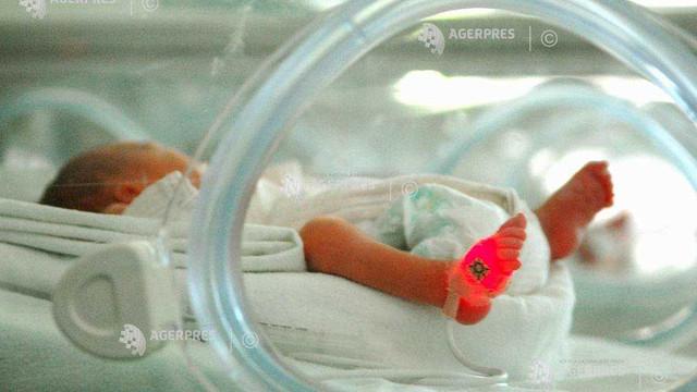 O femeie din Ungaria cu COVID-19 a aflat după o lună de comă indusă că a născut o fetiță