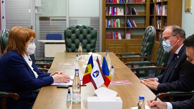 Ambasadorul României, Daniel Ioniță, a avut o întrevedere cu președintele Înaltei Curți, Domnica Manole. Cooperarea între Curțile Constituționale de pe ambele maluri ale Prutului - pe agenda de discuții