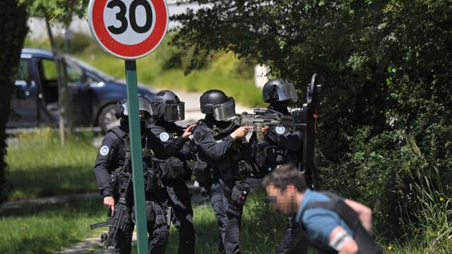 Incident de securitate în Franța: O polițistă a fost înjunghiată de mai multe ori chiar în sediul instituției