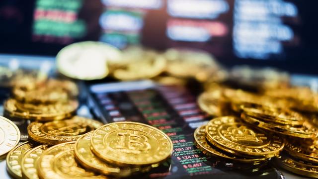 Bitcoin încheie cea mai slabă lună din ultimii zece ani