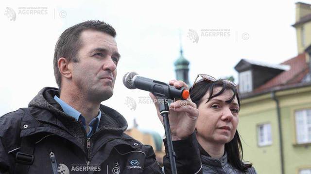Părinții jurnalistului disident Roman Protasevici, la o manifestație la Varșovia