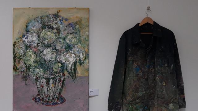 O expoziție a tânărului artist plastic Dorin Nebunu a fost vernisată la un teatru din capitală