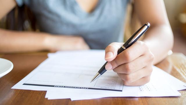 Absolvenții de liceu susțin examenul de bacalaureat la limba străină