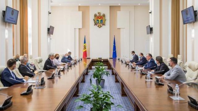 Premierul interimar, Aureliu Ciocoi, a dat asigurări, în cadrul întrevederii cu delegația APCE, că MAEIE dispune de toate capacitățile necesare pentru organizarea secțiilor de votare în străinătate