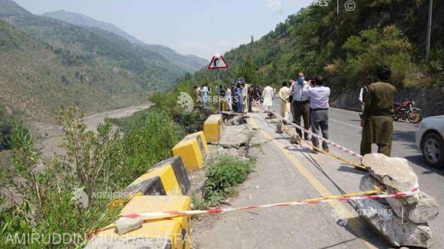 Pakistan: Cel puțin 18 morți după ce un autobuz cu pelerini a căzut într-o prăpastie