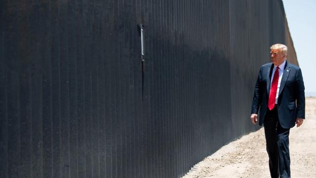 Guvernatorul Texasului vrea să reia construcția zidului promis de Donald Trump la frontiera cu Mexicul