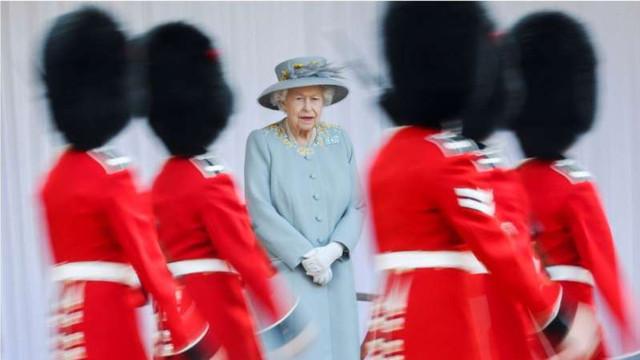 Celebrarea oficială a zilei de naștere a reginei Elisabeta a II-a, marcată printr-o paradă militară restrânsă la Windsor