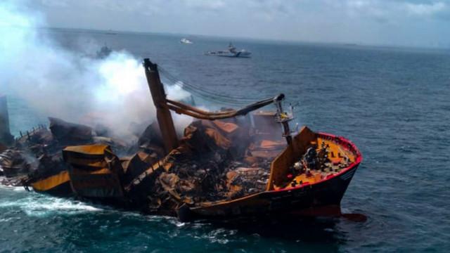 Poliția din Sri Lanka l-a arestat pe căpitanul cargobotului care a ars și s-a scufundat în dreptul coastelor singhaleze