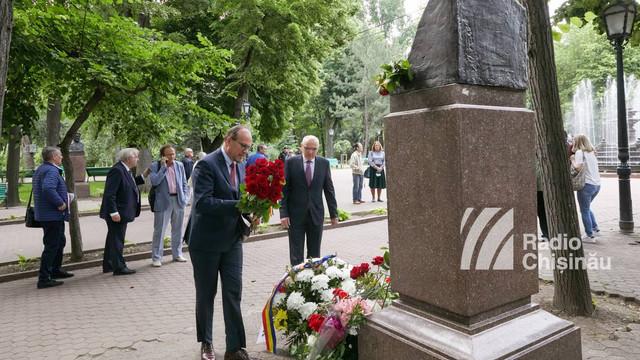 GALERIE FOTO | Ambasadorul României în R. Moldova, Daniel Ioniță: Mi-aș dori ca să nu treacă nici măcar o singură zi în care să nu ne gândim, cel puțin, la o poezie a marelui nostru Mihai Eminescu