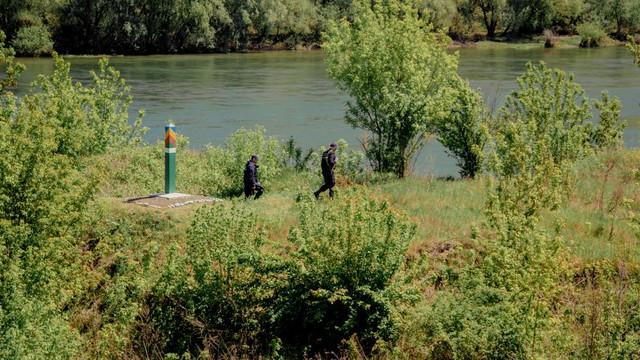 Este permis pescuitul în bazinele acvatice piscicole naturale în apele de frontieră ale R.Moldova. Precizările Poliției