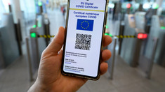 """Comisia Europeană propune un """"ghișeu unic"""" pentru verificarea certificatelor digitale: Se va evita aglomerația pe aeroporturi"""